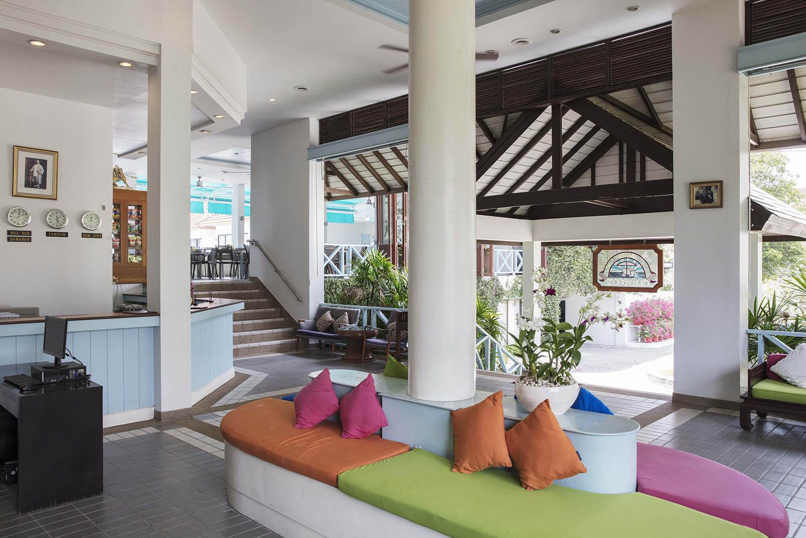 03-Chom-View-Hotel-Lobby